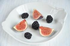 Gratin de fruits figues mûres myrtilles