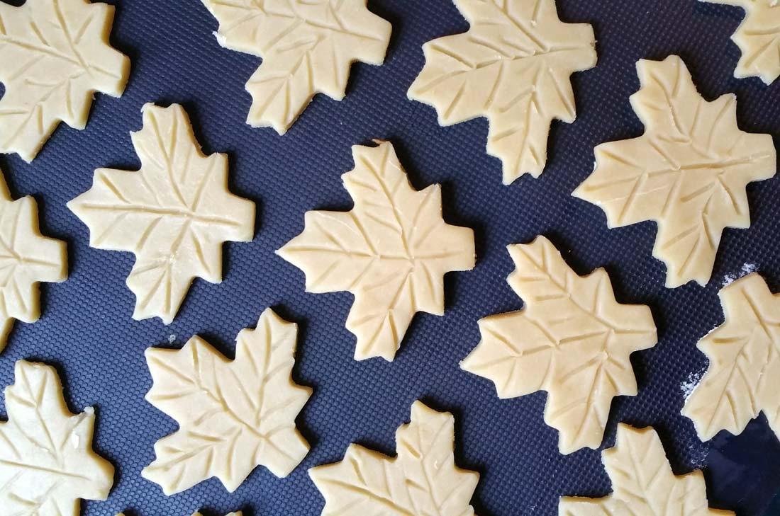 biscuits feuilles d'érable avant cuisson