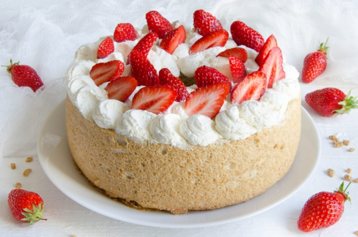 Gâteau des Anges à l'érable et aux fraises fait maison