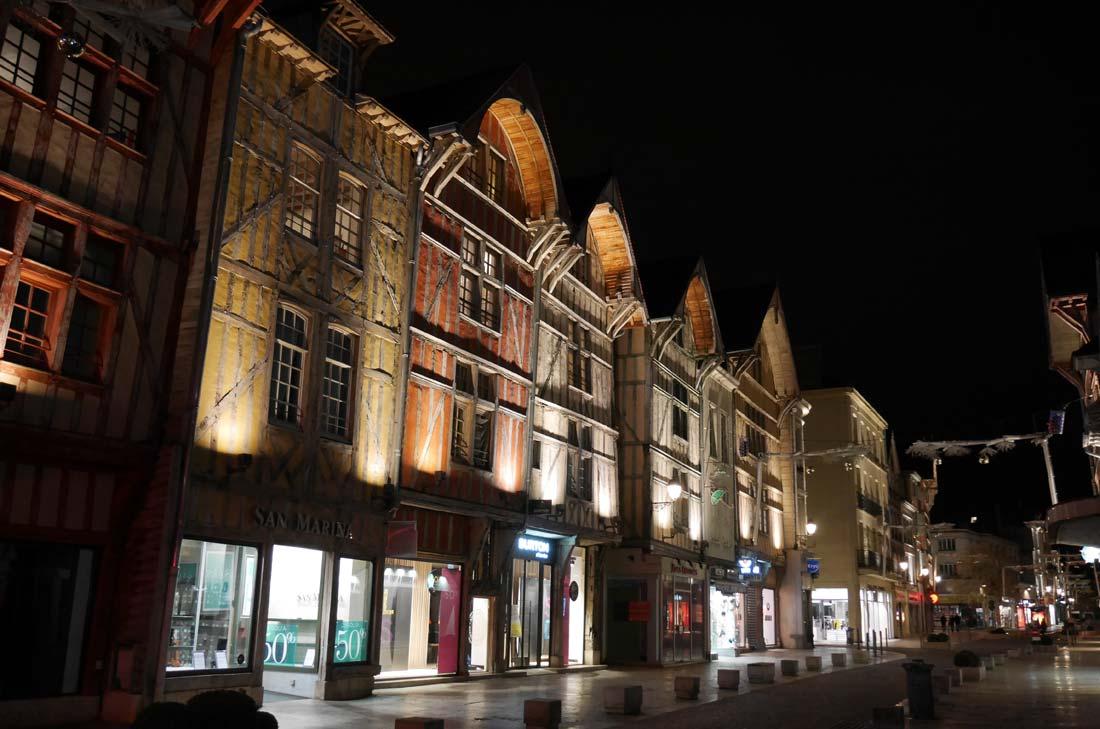 Ville de Troyes la nuit