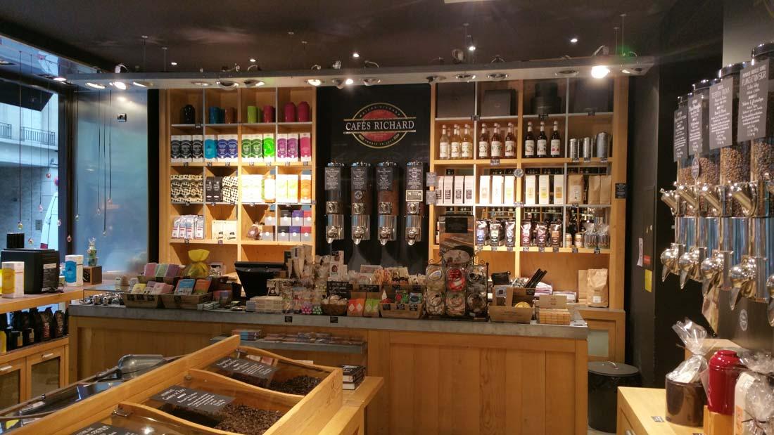Sinitier à Lart Du Café Dans Les Boutiques Comptoirs Richard