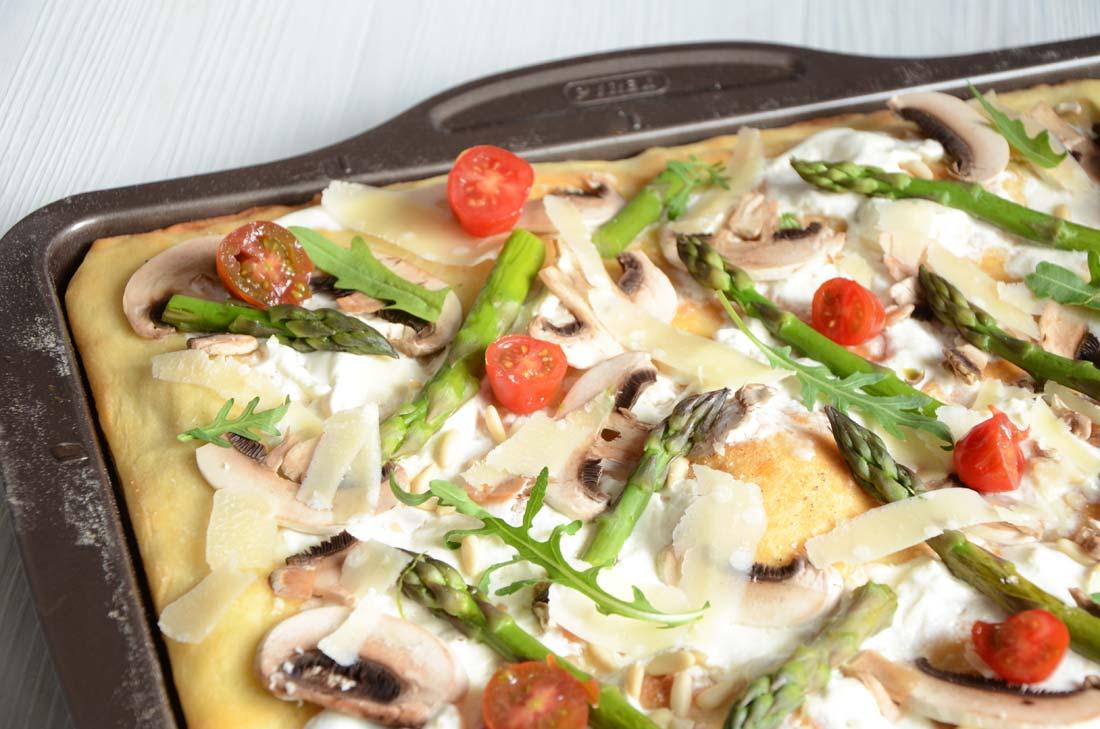 Pizza burrata asperges huile de truffe