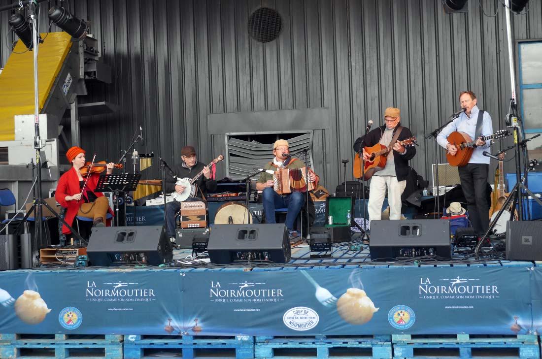 Les musiciens animant la fête de la bonnotte à Noirmoutier