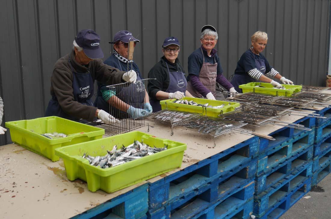 préparation des sardines à la fête de la bonnotte