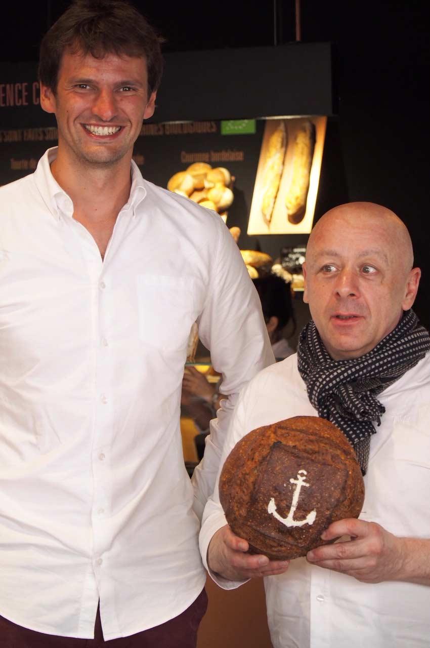Théo Moussion et Thierry Marx avec le pain marin