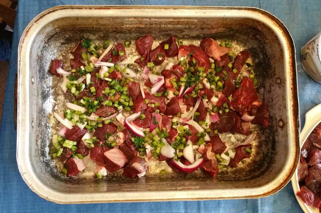 préparation de la recette de cipaille de grand-maman Saucier