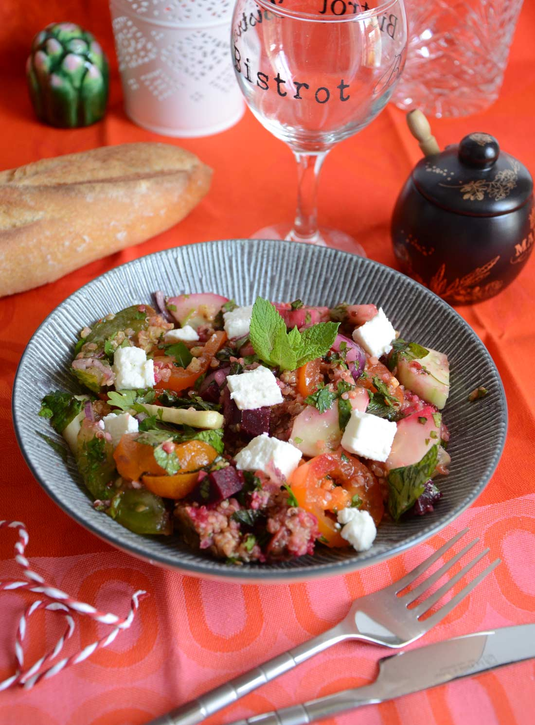 Salade de quinoa aux herbes et à la feta maison