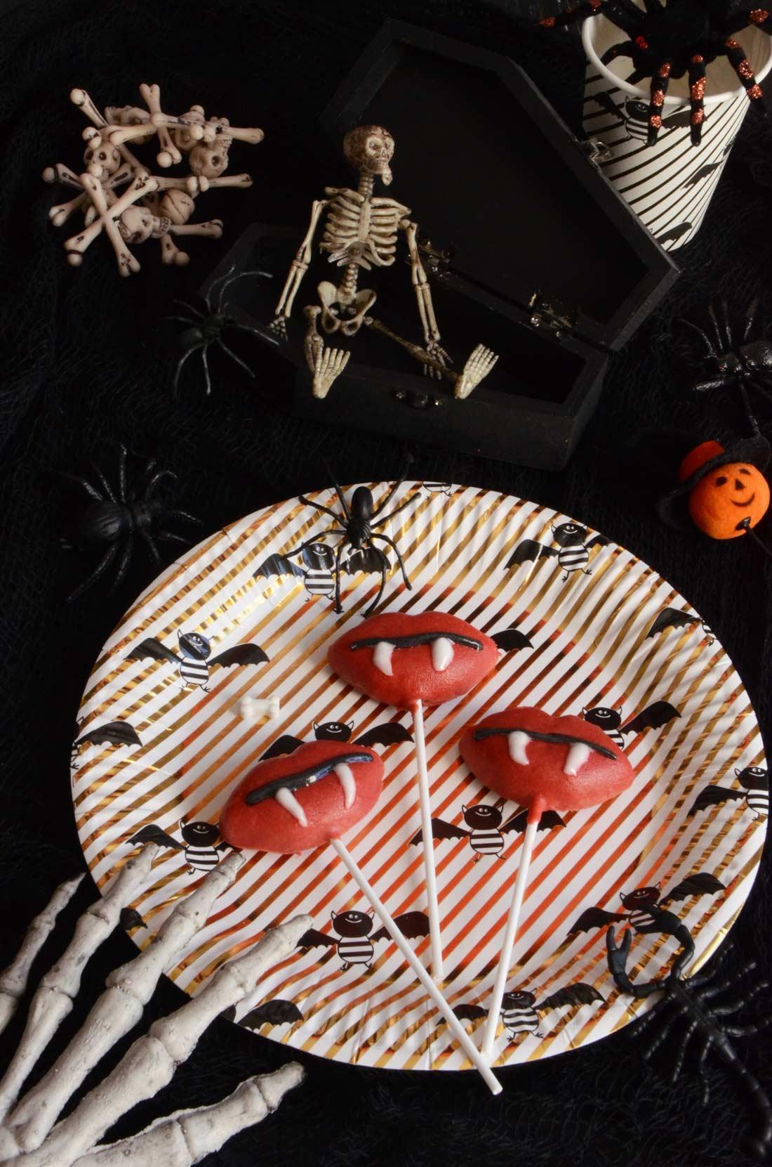 Bouches de vampire à croquer chocolat pâte d'amande pour halloween