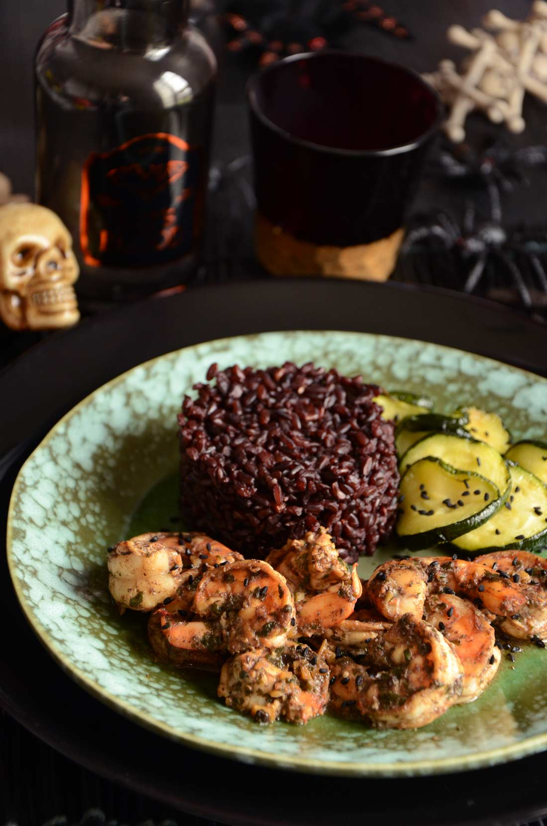 Crevettes sautées à l'ail noir