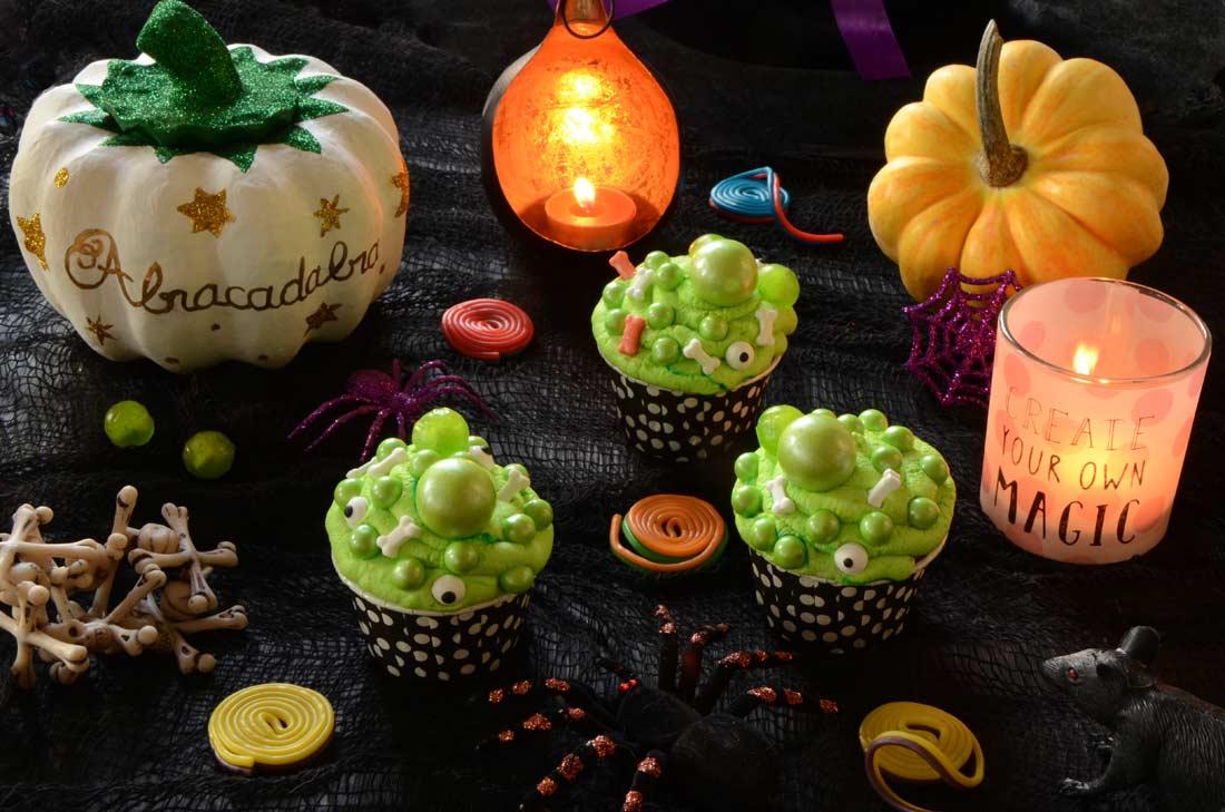 cupcakes de la sorcière d'Halloween fait maison