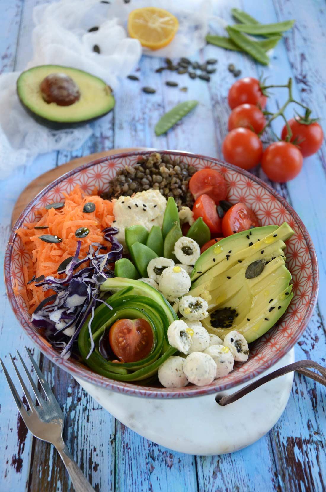 recette de buddha bowl au Saint-Môret et aux légumes frais