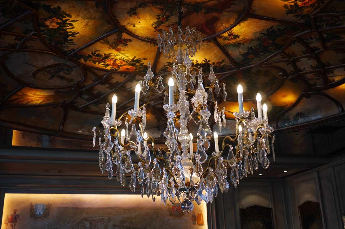 Vue du plafond de la salle de restaurant de la Tour d'Argent