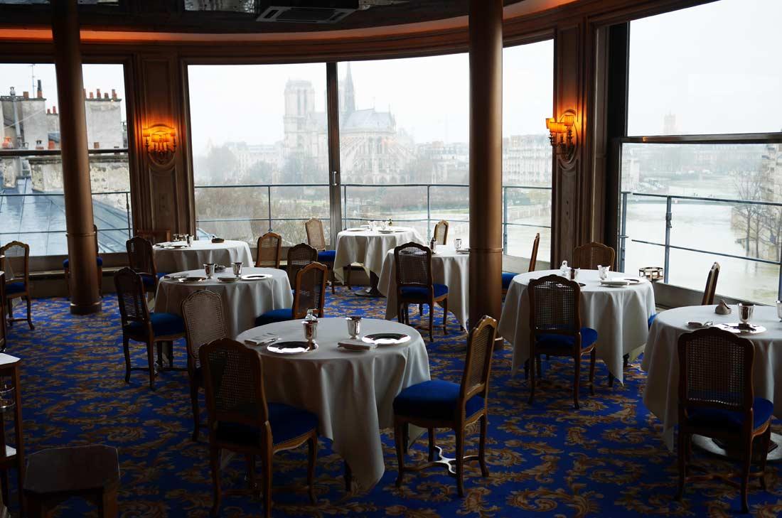 Vue de la salle de restaurant de la Tour d'Argent