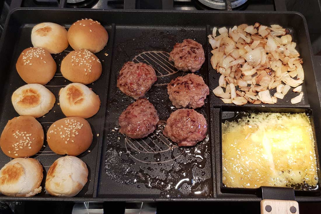 Mes Mini burgers à la Tome de Rhuys aux oignons de Roscoff réalisés avec le Burger chef de Cookut