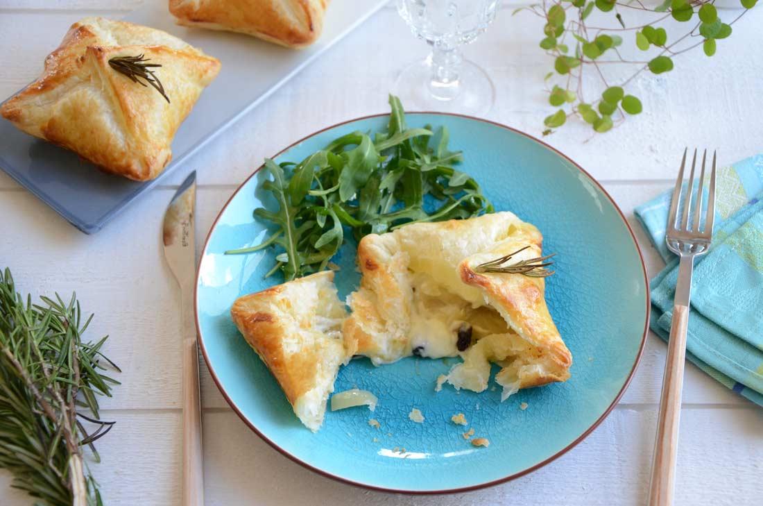 Carrés feuilletés au Curé Nantais et oignons de Roscoff, parfaits pour une entrée gourmande