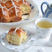 hot cross buns, des brioches anglaises de Pâques faites maison