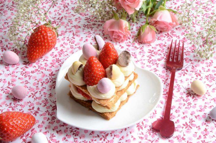 Mini millefeuilles fraises chocolat blanc et oeufs de Pâques