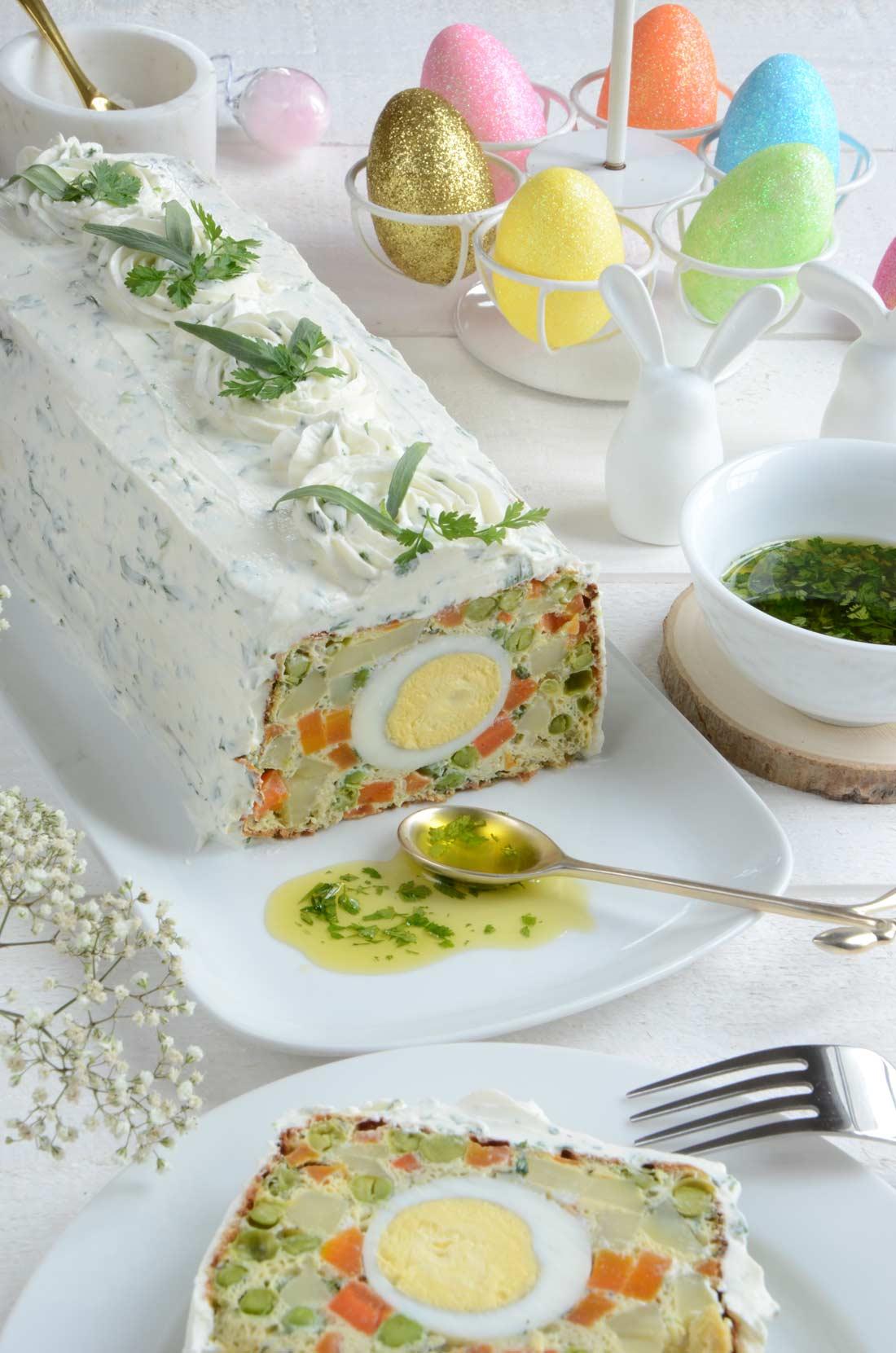 Terrine de légumes aux herbes et aux oeufs et fromage frais
