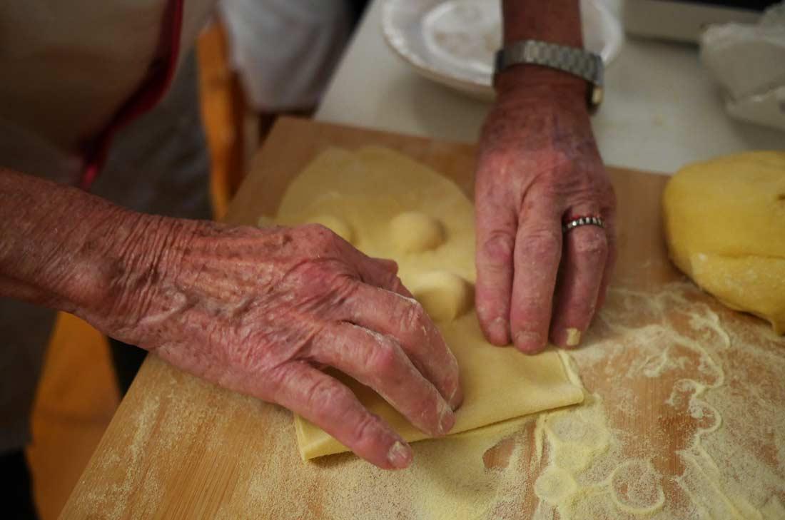 le façonnage des raviolis au citron d'Anna Bini