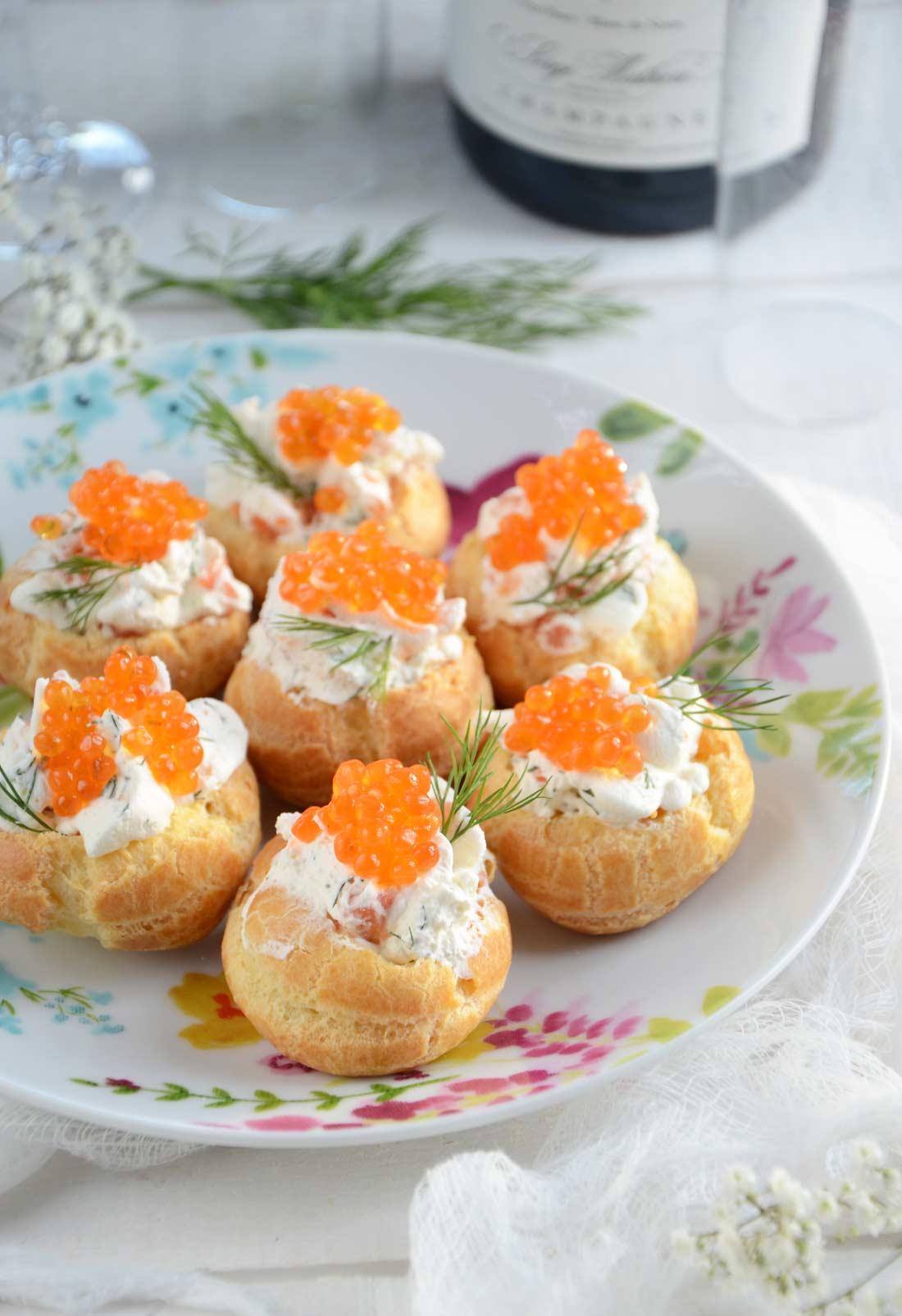Mini choux chantilly salée oeufs de truite