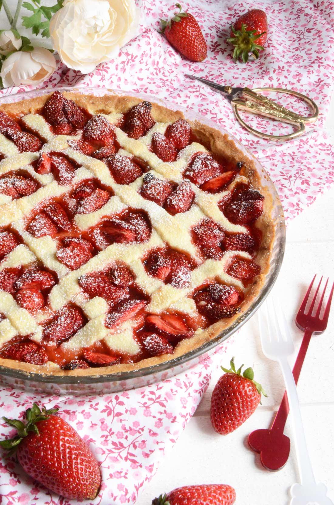 Délicieuse tarte rhubarbe fraises fait maison