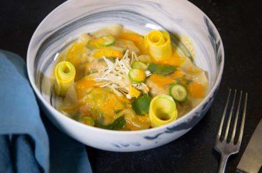 Ravioles de crevettes et jus de carotte au gingembre maison