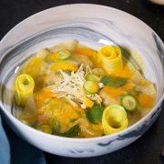 Ravioles de crevettes jus de carotte au gingembre