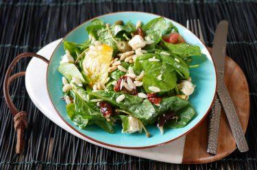 Salade de pâtes d'orge, épinards et feta fait maison
