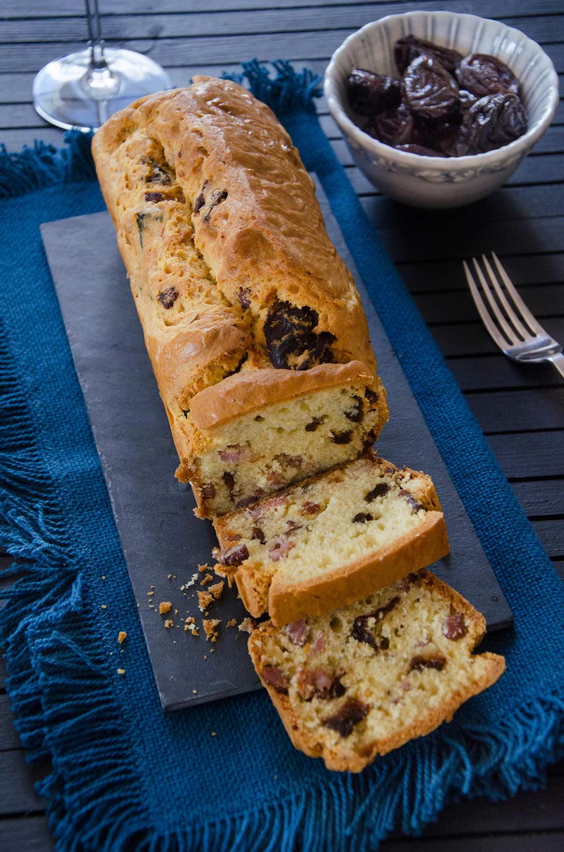 recette de cake aux lardons et aux pruneaux pour l'apéritif