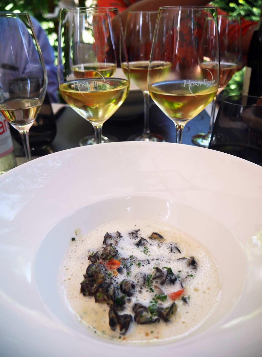 Escargots de Bourgogne au bouillon d'ail doux