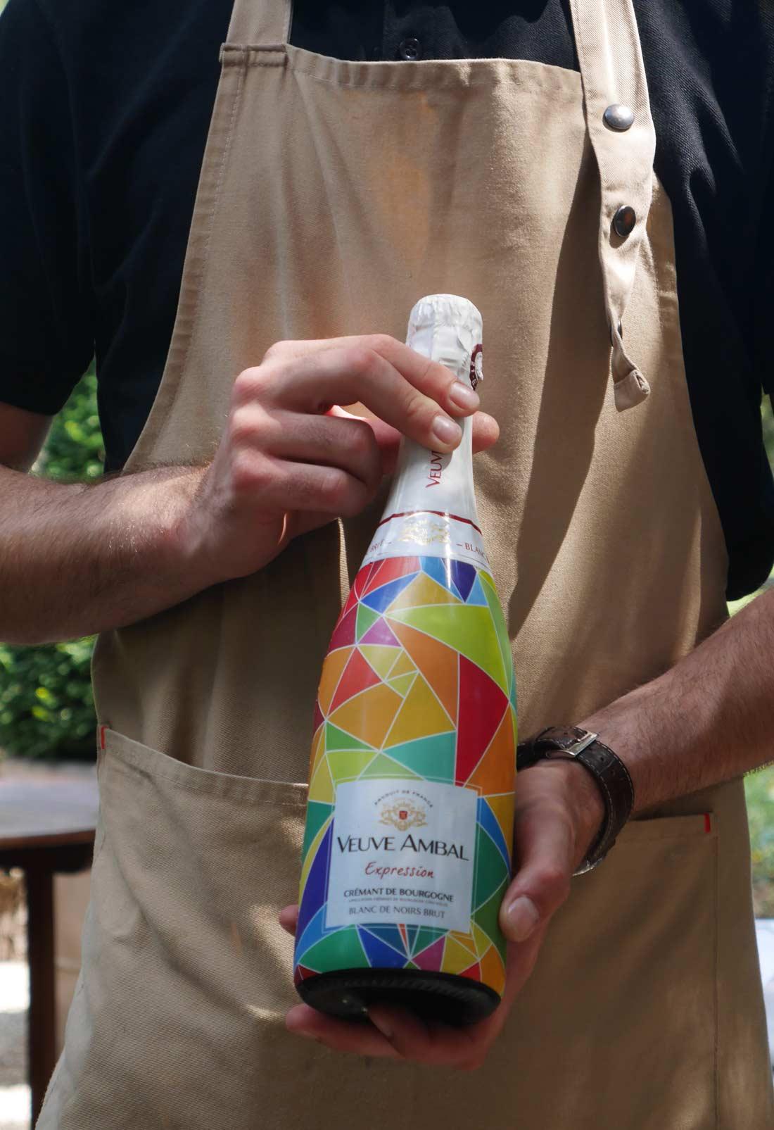 Une bouteille de Veuve Ambal Expression