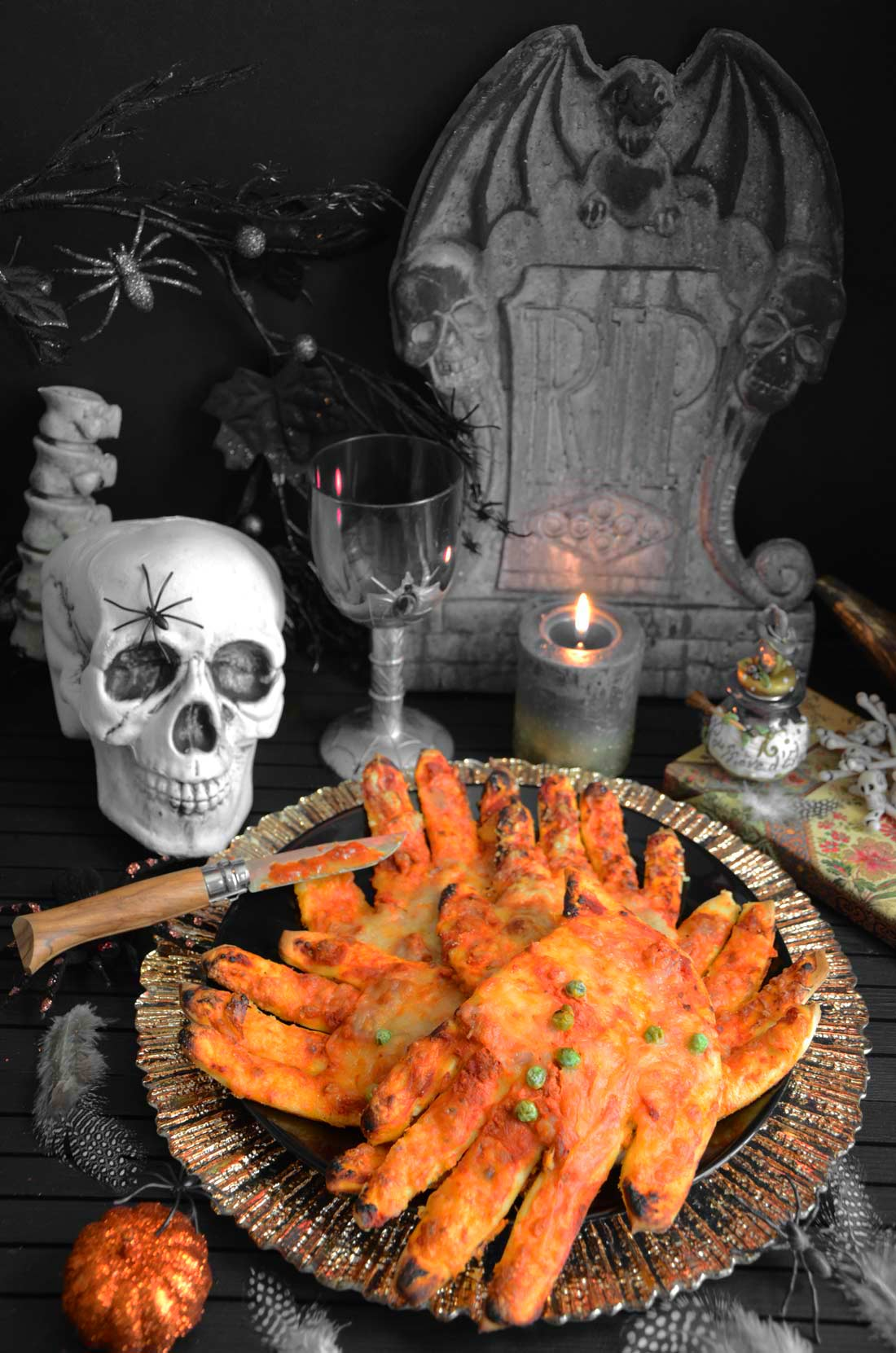 Halloween mains pizzas sanglantes fait maison