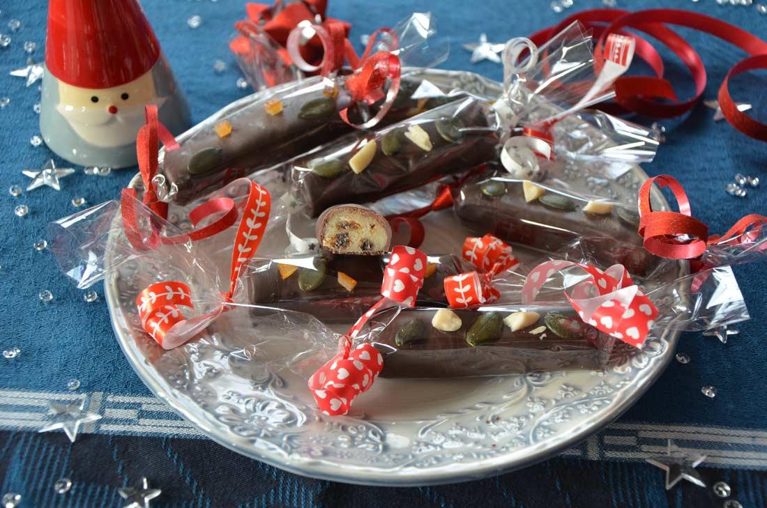 Barres pâte d'amande raisins rhum chocolat maison