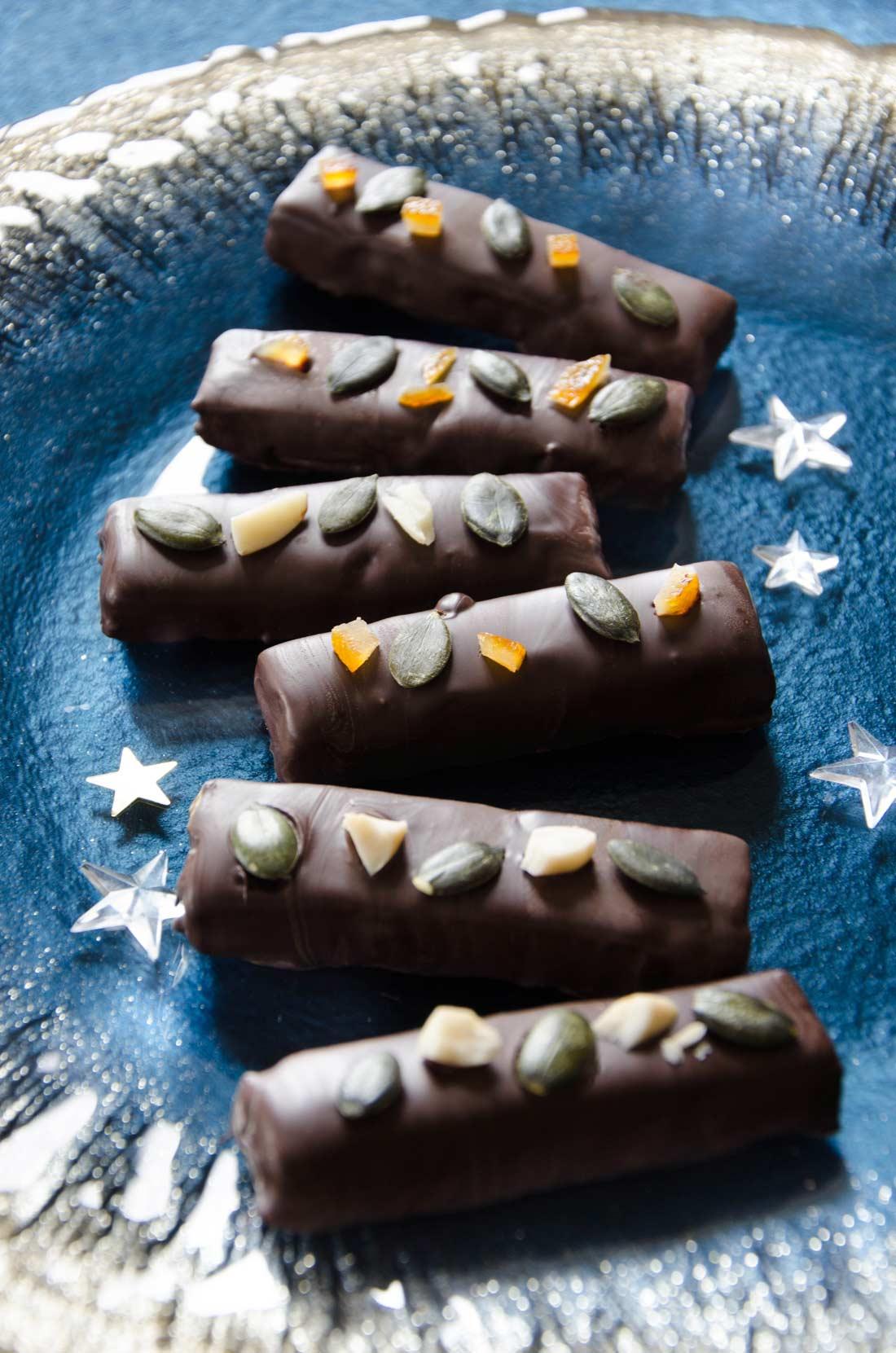 Barres pâte d'amande raisins rhum chocolat