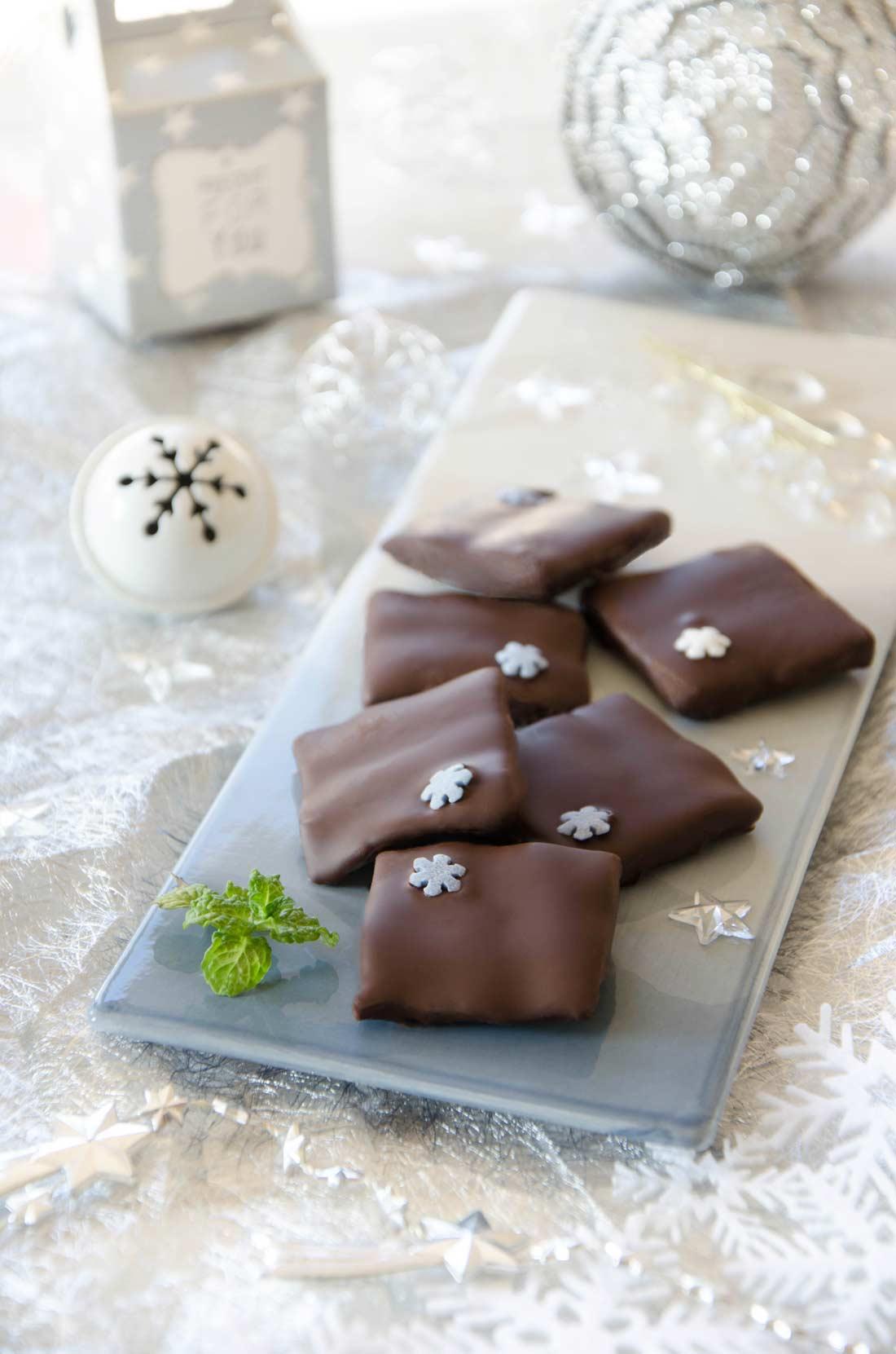 Chocolats fourrés à la menthe façon after-eight maison, une bonne idée de cadeau gourmand