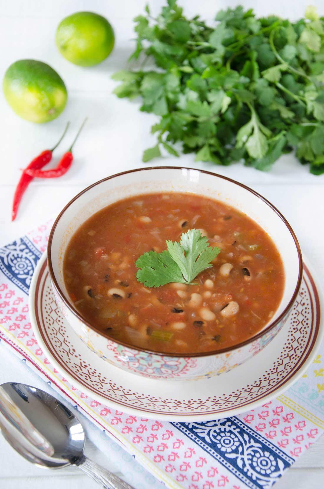 soupe de haricots oeil noir et tomate