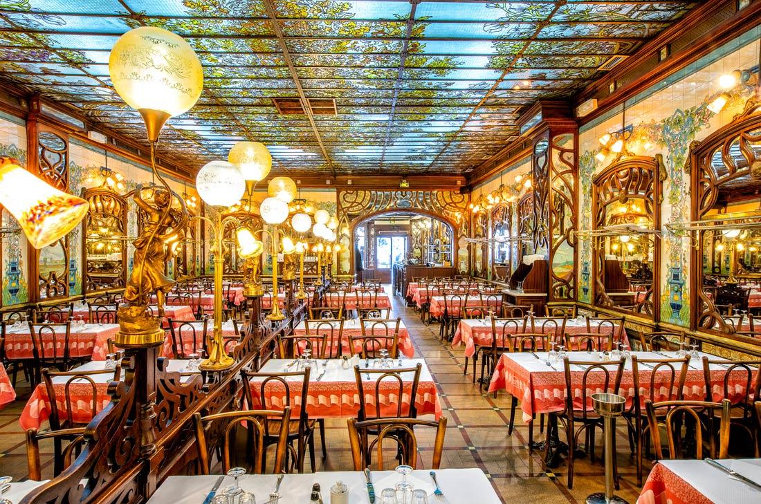 Salle du restaurant Le Bouillon Chartier à Montparnasse.