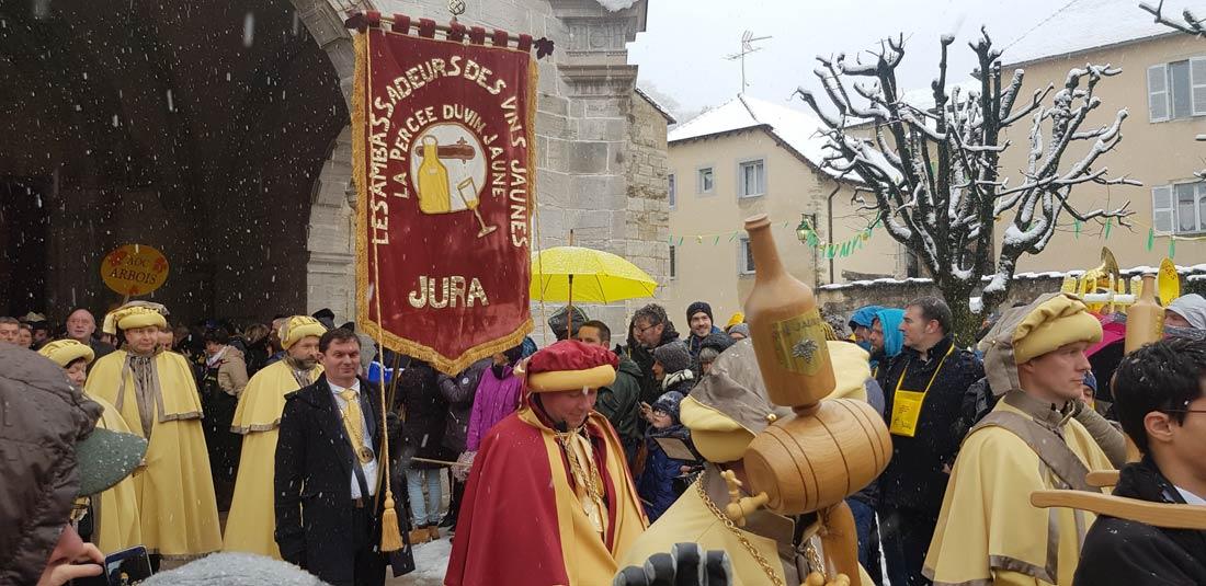 Sortie de messe de la traditionnelle messe de la Percée du Vin Jaune