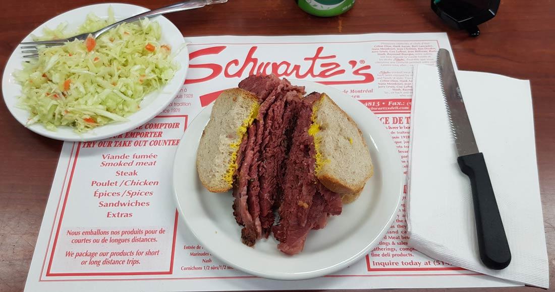 smoked meat chez Schwartzs à Montréal