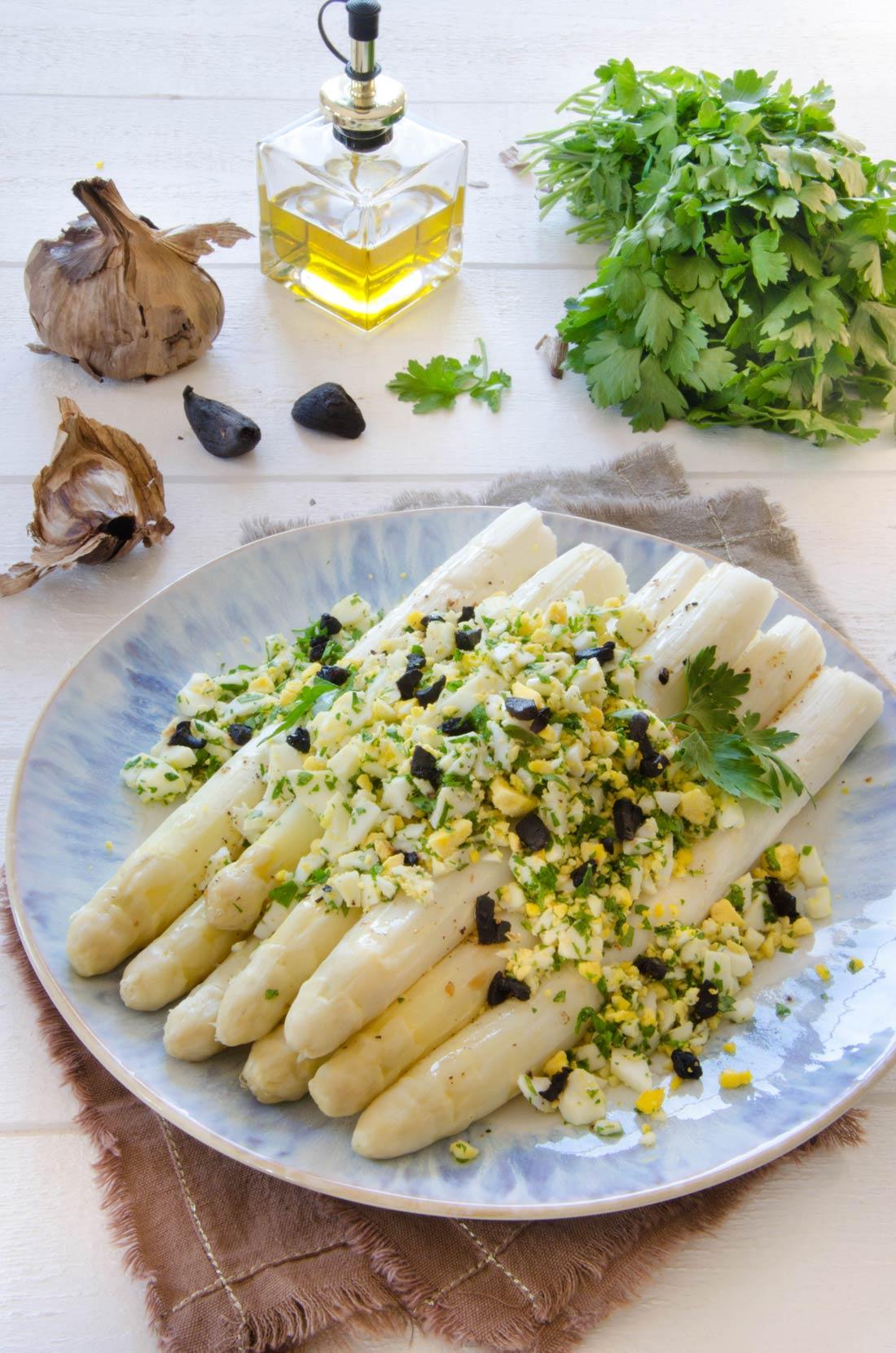 Ingrédients asperges mimosa ail noir