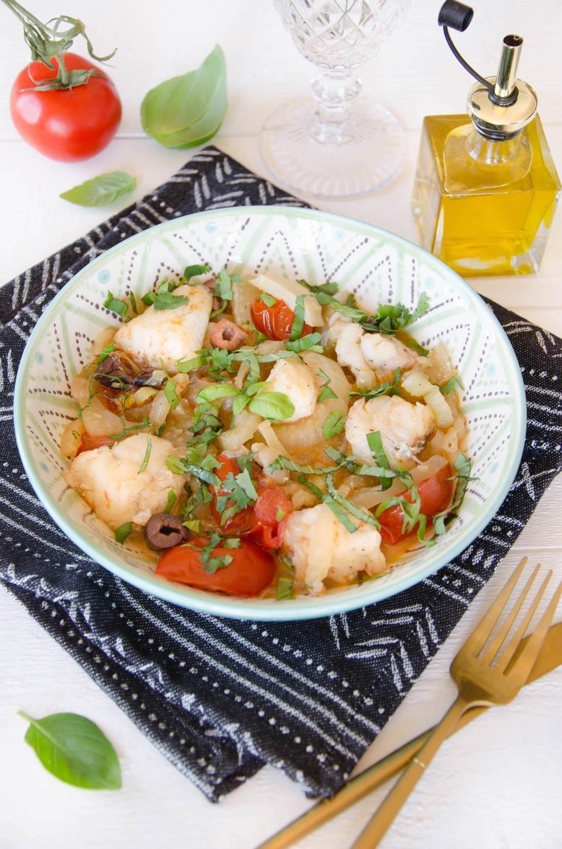 Lotte, fenouil, anchois et tomates maison