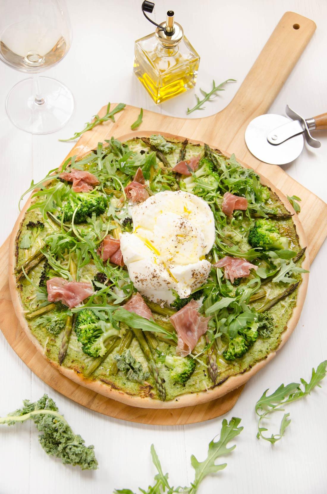 Pizza verte brocoli asperges burrata fait maison
