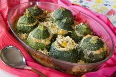 Courgettes farcies aux pâtes et aux légumes