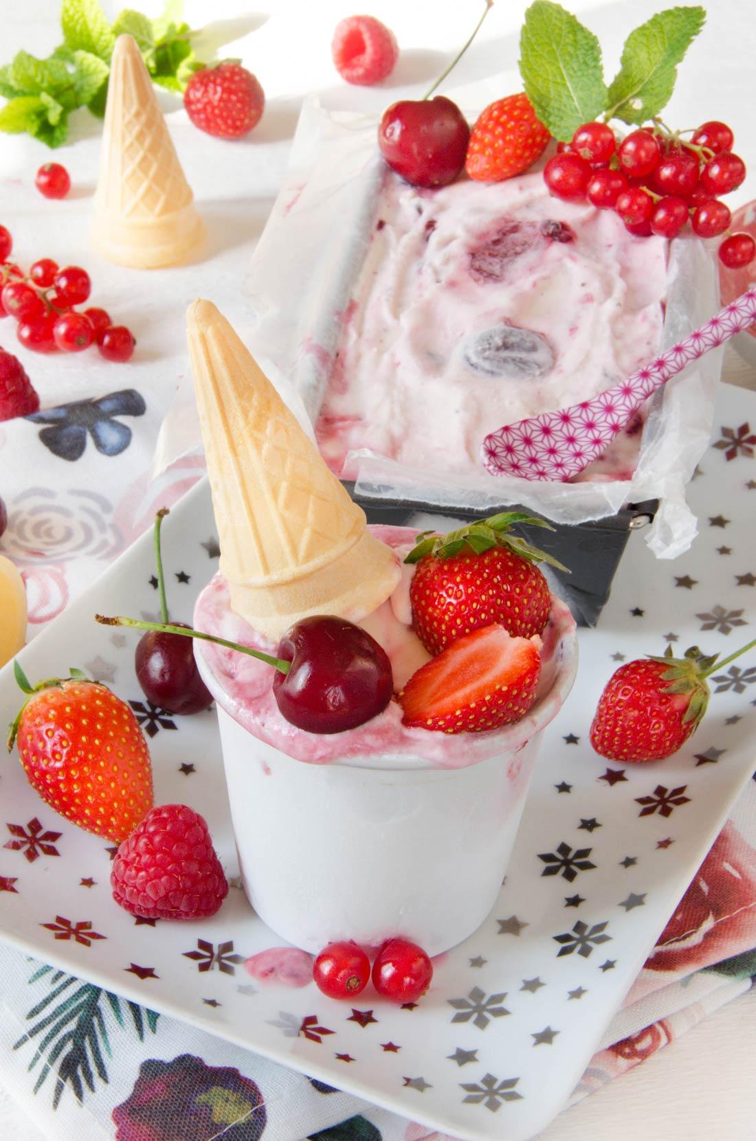 Découvrez cette recette de glace marbrée aux fruits rouges