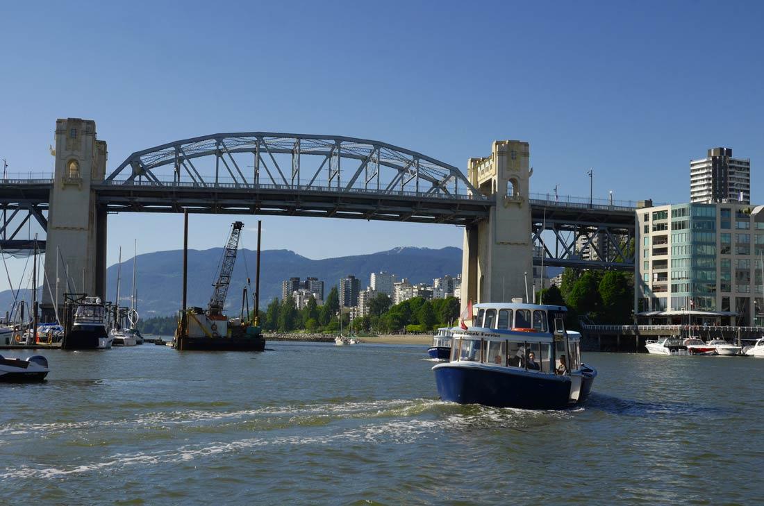 Le Burrard Bridge de Vancouver
