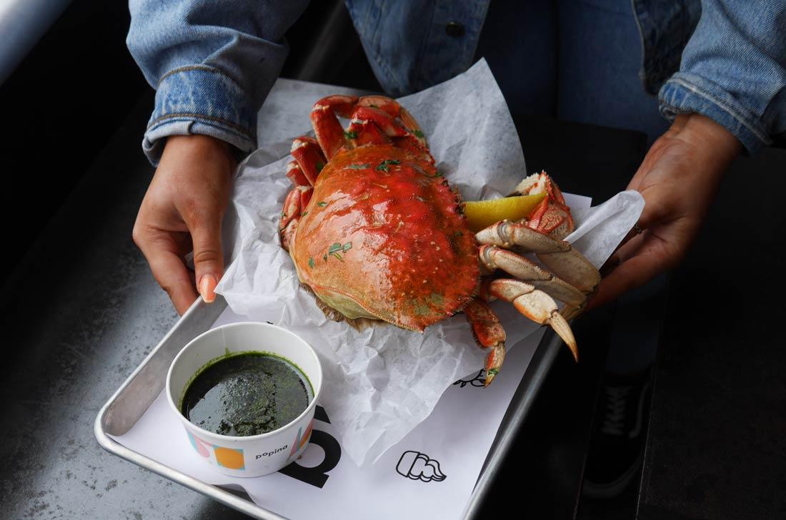 Crabe dormeur à la vapeur chez Popina à Vancouver