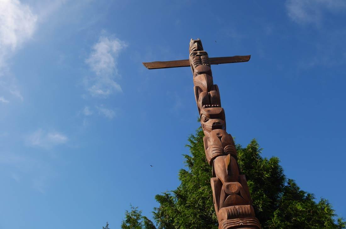 Totem de Robert Yelton au Stanley Park à Vancouver