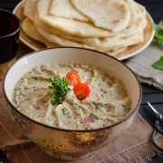 Moutabal, caviar d'aubergines aux tomates et persil