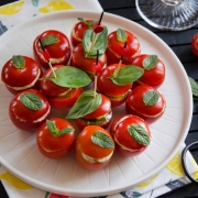Tomates cocktail garnies