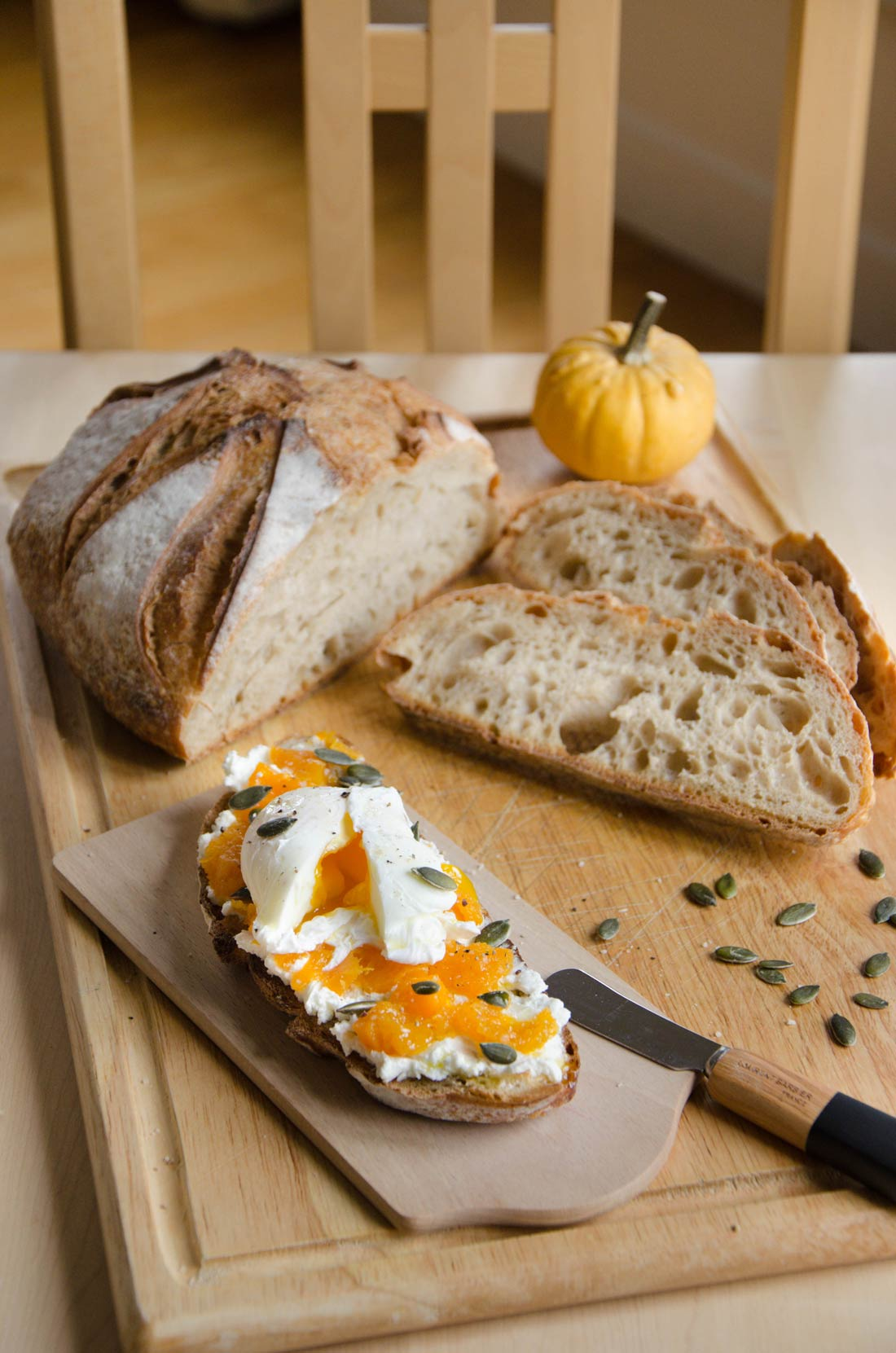 Tartines courge butternut fromage de chèvre et oeuf mollet